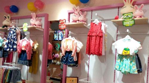 恭喜刘女士芭乐兔童装加盟店开业大吉