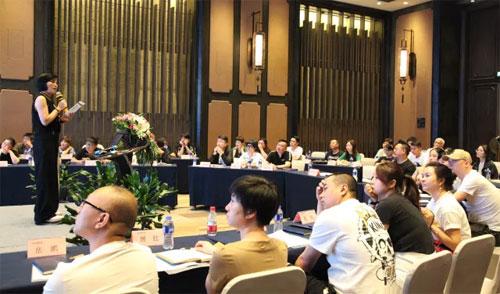 欧抱抱  2019年战略发展与经济工作会议圆满成功