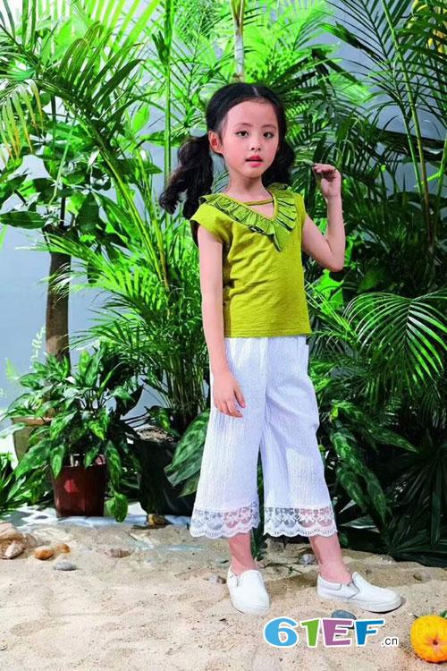 班吉鹿<a href='http://www.61ef.cn/brand/list-15-0-0-0-0-1.html'  style='text-decoration:underline;'  target='_blank'>童装品牌</a>:T恤搭配什么裤子比较好看?