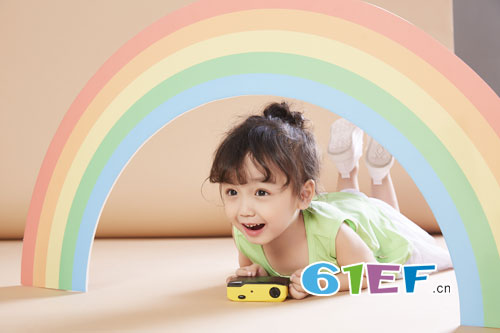 贝布熊童装品牌:孩子夏天穿什么颜色的衣服比较好?