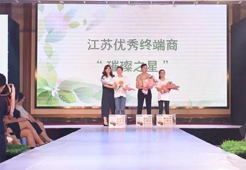 深圳市向日葵服饰2019年春夏新品发布会圆满成功