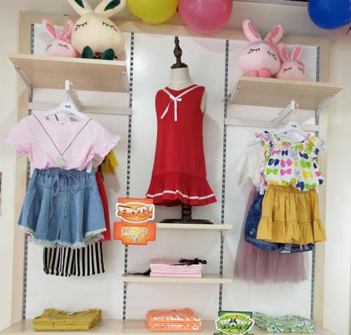 恭贺黎女士芭乐兔童装加盟店盛大开业