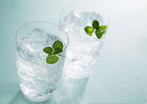 夏季喝冰水有哪些危害?哪些人不适合喝冰水?