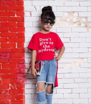 欧卡星童装:孩子夏天穿搭可随性不可随意!