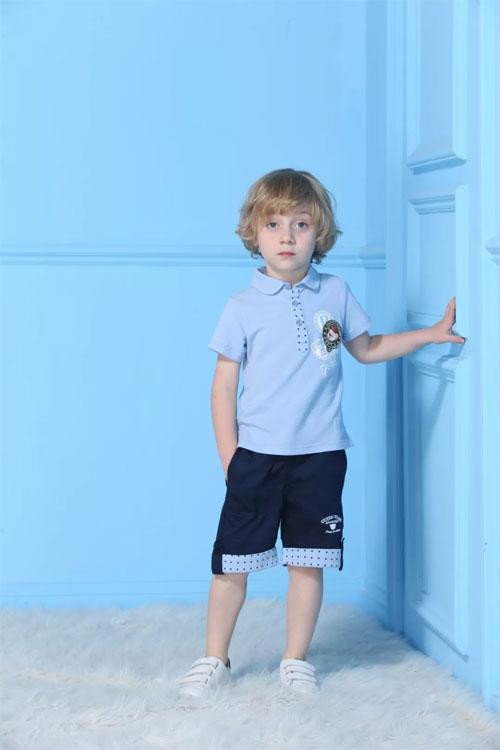 给孩子买什么样的夏装才好看呢?