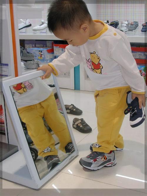 宝宝鞋子总想着买大一点?省的是钱 废的是脚!