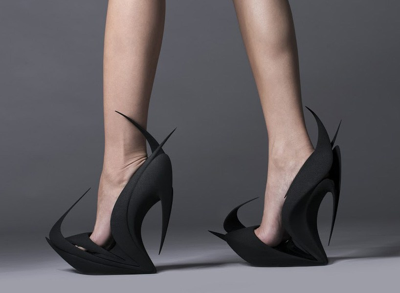 长期穿高跟鞋的危害 你会正确穿高跟鞋吗?