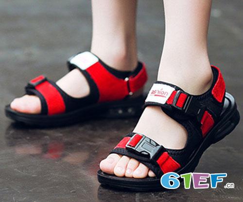 宝宝穿鞋不当的危害 如何给宝宝挑选合适的鞋子