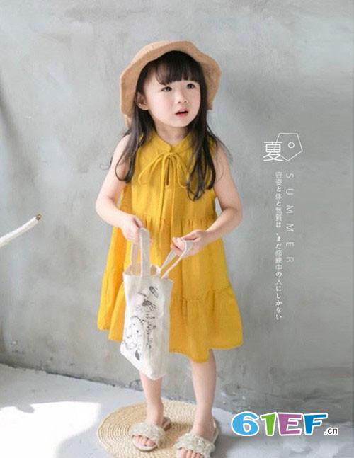 暑期出游 看潮妈萌娃的夏季时尚吸睛搭配