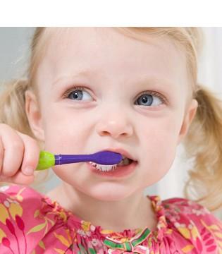 不良习惯会导致宝宝蛀牙? 这些习惯一定要戒掉