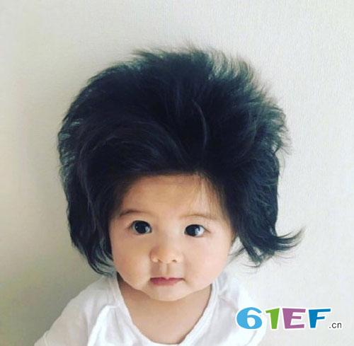 日本的半岁萌娃 只因头发太过浓密而吸粉无数