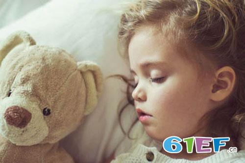 夏日难眠 如何让宝宝安睡 需要提前做好功课