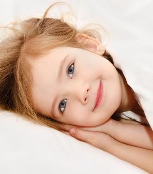 婴儿睡觉不踏实是什么原因? 晚上怎么让宝宝入睡?