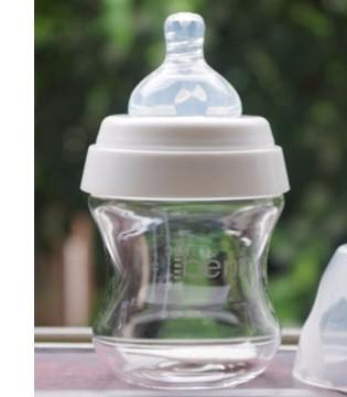 玻璃奶瓶比较安全 塑料奶瓶消毒别超100℃