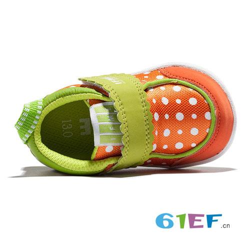 童鞋指南  如何为宝宝选对一双称心如意的鞋呢