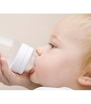 如何给宝宝转换奶粉 转换奶粉的注意事项