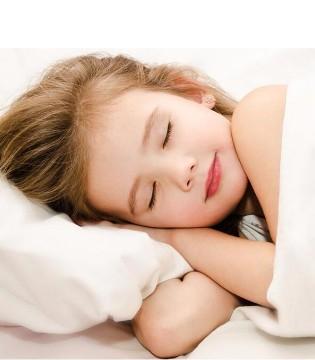 宝宝晚上睡觉总是容易出汗 可能是这几个原因引起的