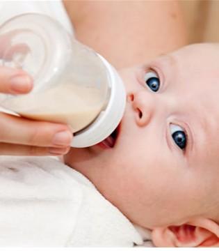 夏天宝宝不爱吃奶怎么办?帮宝宝度过厌奶期的小技巧