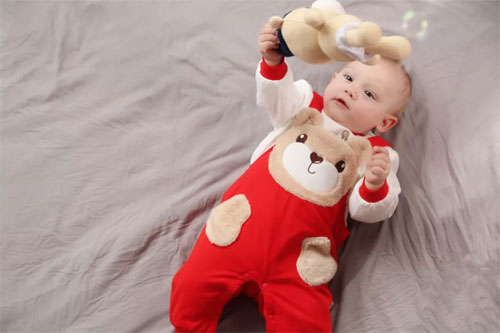 时尚预警 妈妈 让你的宝宝成为2018秋冬的弄潮儿