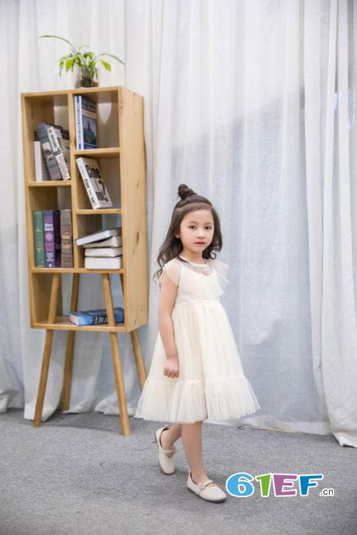 梦芭兔甜美连衣裙  带领<a href='http://news.61ef.cn/list-5-1.html'  style='text-decoration:underline;'  target='_blank'>孩子</a>开启浪漫生活