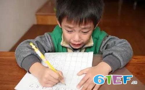 高材生老爸逼10岁女儿每天写4篇有质量作文 这是虎爸啊