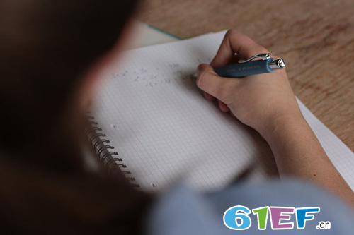 浙大学霸逼十岁女儿写作文――不要强迫鱼儿去爬树!