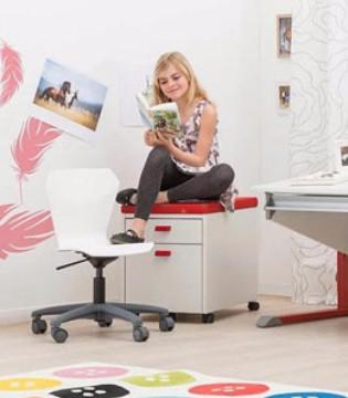 家长应该怎样为孩子挑选一张合适的儿童书桌?