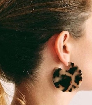 假日购物领先一步 漂亮价格实惠的玳瑁耳环