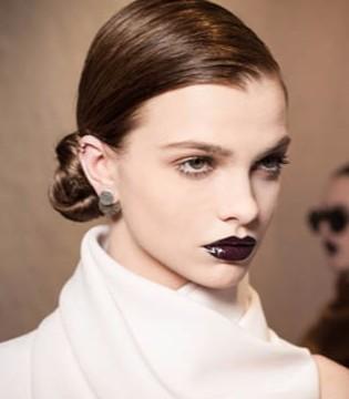 在秋季如何保护唇部肌肤 如何使用深色唇彩