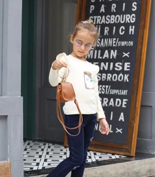 穿上芭乐兔的孩子 妈妈再也不用担心会走丢啦!