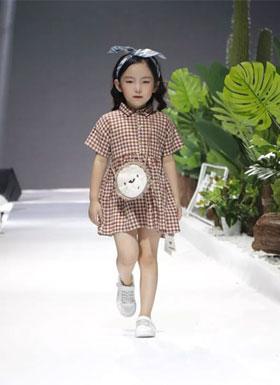 优衣牛牛�南�2019春夏时尚新品发布会圆满召开