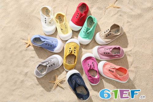 如何给宝宝选鞋? Ala Cofly把世界量在孩子脚上!