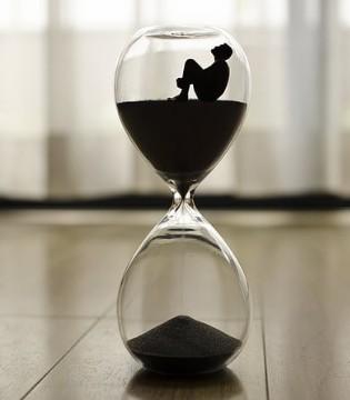 时间告诉我:别抱怨 不要总活在过去的世界里!