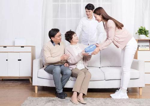 爸妈和<a href='http://news.61ef.cn/list-5-1.html'  style='text-decoration:underline;'  target='_blank'>孩子</a>在等你  你们什么时候回来?