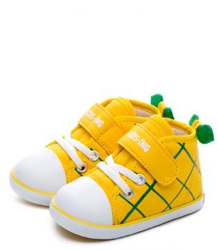 作为家长 什么时候为宝宝选购学步鞋比较好?