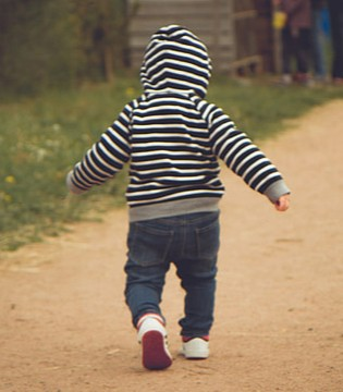 儿童安全问题:婴儿学步车危害大 千万别买!