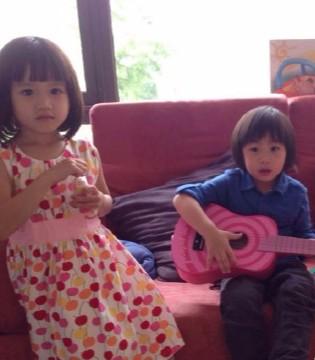 kimi九岁啦  林志颖带儿子一起玩滑梯