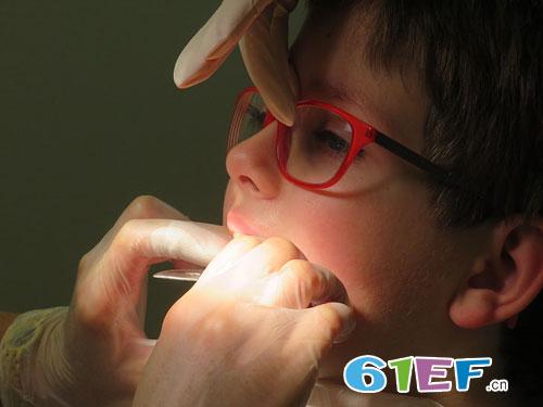 乳牙龋病需要治疗吗?龋齿会对<a href='http://news.61ef.cn/list-5-1.html'  style='text-decoration:underline;'  target='_blank'>孩子</a>造成怎样的影响?