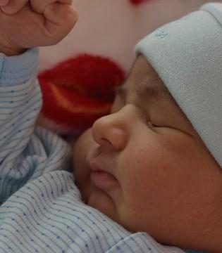 宝宝不喜欢吃母乳 只爱吸吮奶瓶装的奶是怎么回事?