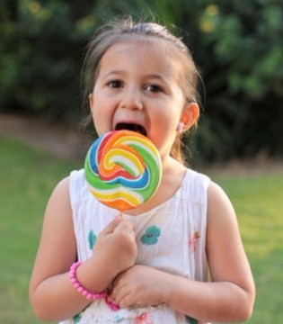 小朋友都爱吃零食 专家提醒:5种零食别给宝宝吃