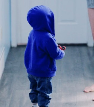 什么是儿童患自闭症 儿童自闭症的诱发原因有哪些
