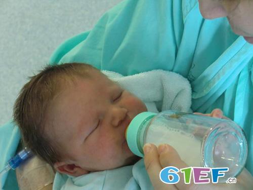母乳的颜色不止一种 哪种颜色的母乳比较好呢?