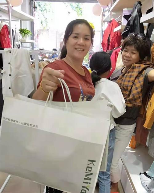 恭祝海南麦女士的可米芽生态童装店开业大吉