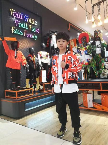 小童星王天泽 空降FolliFollie北京金源燕莎旗舰店