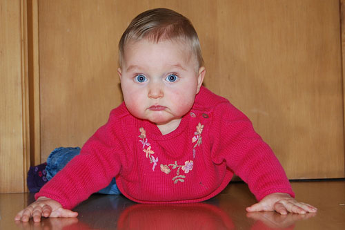 宝宝爬行对宝宝有什么帮助?如何训练宝宝爬行?