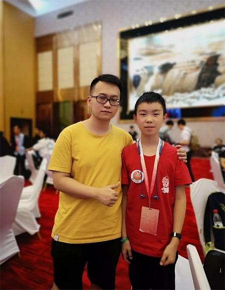 乖乖狗将与亚洲魔方冠军形成战略合作 共创益智未来
