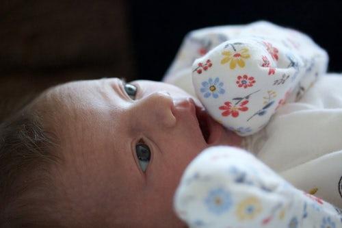 天冷时给宝宝喂夜奶 千万别这么做