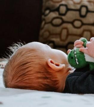 宝宝为什么睡觉时候大笑?这里有答案