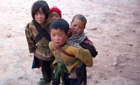 久久童装 过一个温暖的冬天 可能是孩子遥不可及的梦想