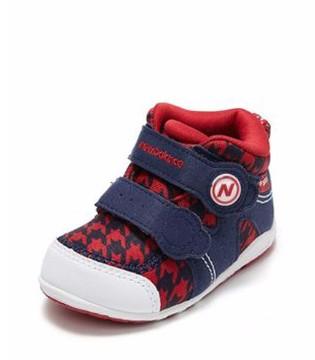 宝宝脚发育比较快 宝宝穿鞋需要注意些什么呢?